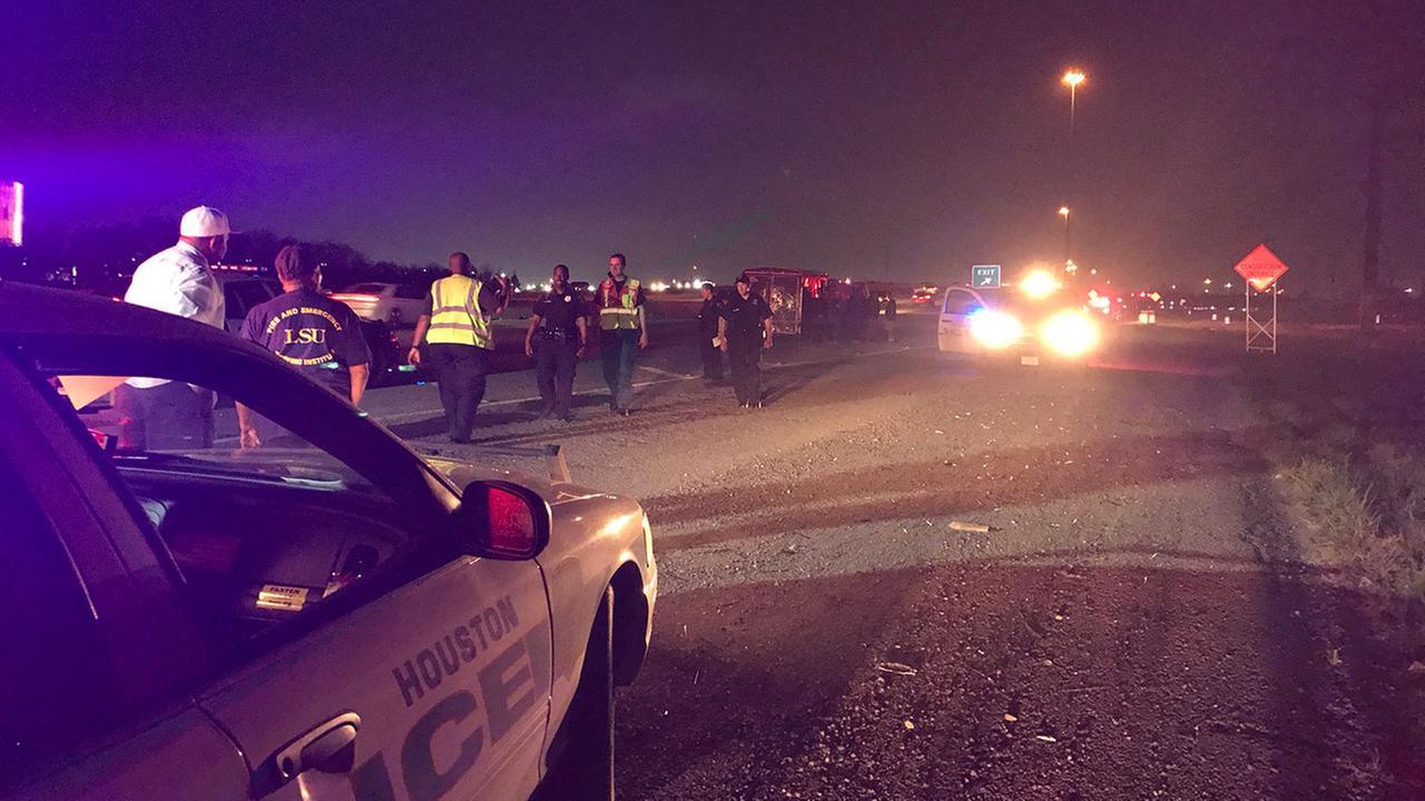South Fwy. inbound shut down after crash involving pedestrians | abc13.com