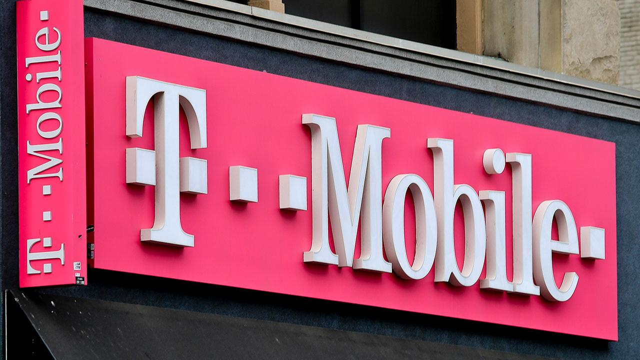 T-Mobile service restored in Houston after massive outage