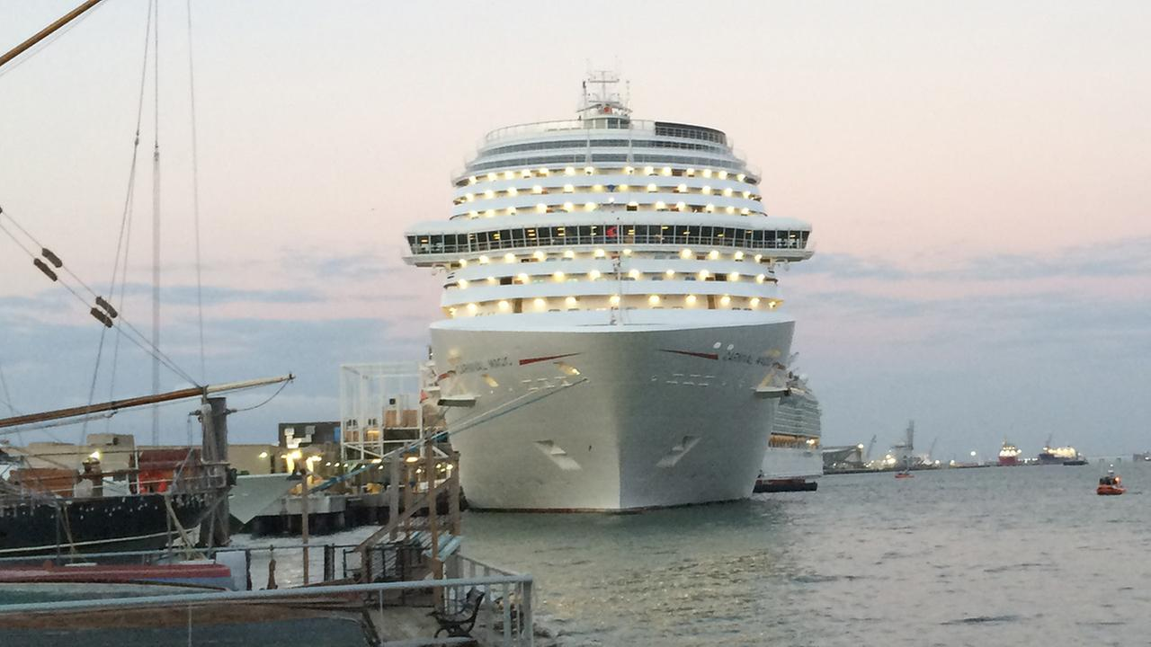 Cruise Ship Passengers Stranded In Gulf Long Room - Stranded cruise ship