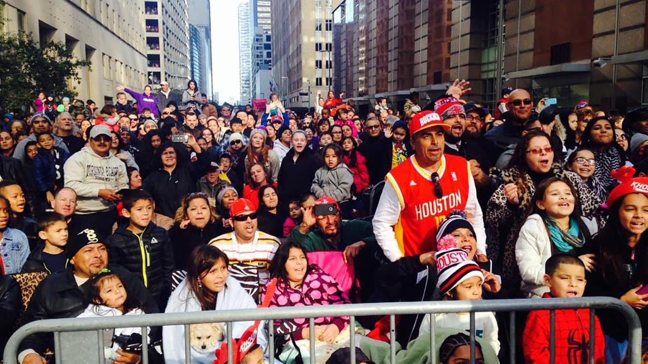 thanksgiving parade crowds