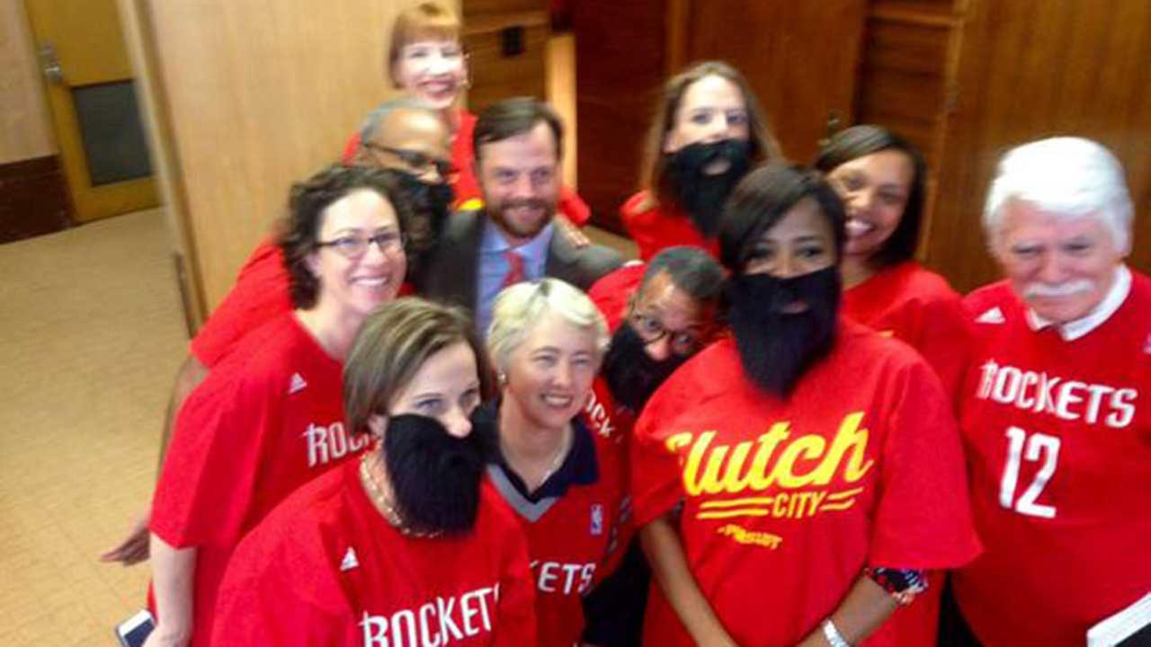 Houston, Oakland mayors make wager on Rocket-Warriors playoff series