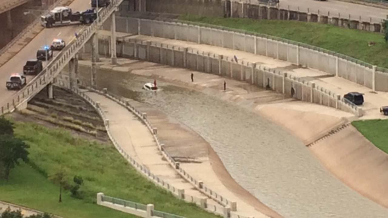 Submerged SUV in the Brays Bayou