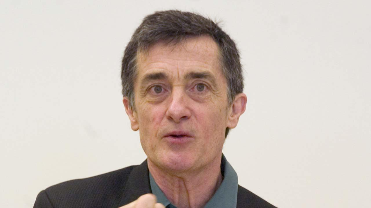 Roger Rees, artistic director of the Williamstown Theatre Festival in Williamstown, MA, introduces the 2006 season during a news conferenceAP Photo/Jim Cooper