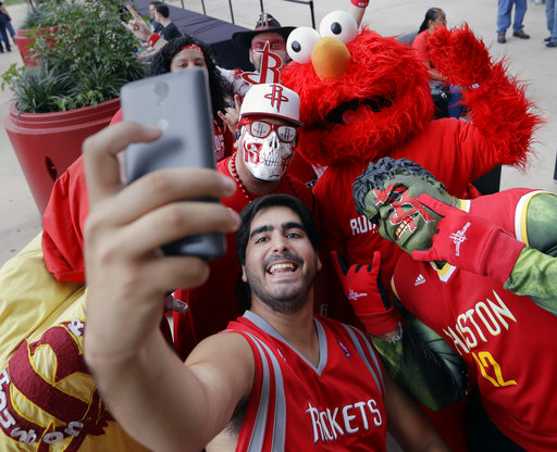 """<div class=""""meta image-caption""""><div class=""""origin-logo origin-image ap""""><span>AP</span></div><span class=""""caption-text"""">Houston Rockets fans squeeze in for a selfie before Game 2 between the San Antonio Spurs and the Houston Rockets, Wednesday, May 3, 2017, in San Antonio. (AP Photo/Eric Gay) (AP)</span></div>"""