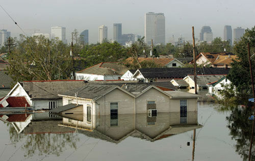 "<div class=""meta image-caption""><div class=""origin-logo origin-image none""><span>none</span></div><span class=""caption-text"">Houses in New Orleans 8th Ward are surrounded by water in the flooded city of New Orleans on Tuesday, Aug. 30, 2005.  (Photo/DAVE MARTIN)</span></div>"