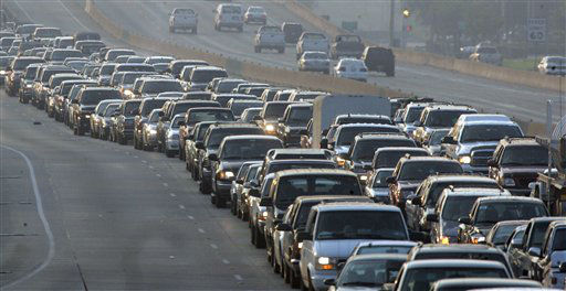 "<div class=""meta image-caption""><div class=""origin-logo origin-image none""><span>none</span></div><span class=""caption-text"">Cars are bumper to bumper on Interstate 45 near downtown Houston on Thursday, Sept. 22, 2005.  (AP Photo/Rick Bowmer) (AP Photo/ RICK BOWMER)</span></div>"