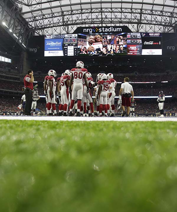 """<div class=""""meta image-caption""""><div class=""""origin-logo origin-image none""""><span>none</span></div><span class=""""caption-text"""">Arizona Cardinals players line up in NRG stadium during the second half of an NFL preseason football game against the Houston Texans (AP Photo/Jeff Roberson) (AP)</span></div>"""