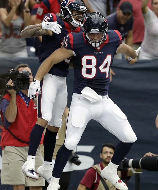"""<div class=""""meta image-caption""""><div class=""""origin-logo origin-image none""""><span>none</span></div><span class=""""caption-text"""">Houston Texans wide receiver Will Fuller (15) celebrates during the first half of an NFL preseason football game (AP Photo/Jeff Roberson) (AP)</span></div>"""
