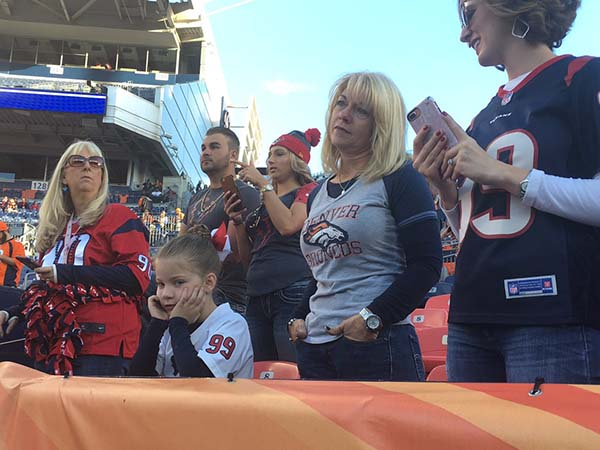 <div class='meta'><div class='origin-logo' data-origin='KTRK'></div><span class='caption-text' data-credit='Willie Dixon'>Fans come out to cheer on the Texans in Denver</span></div>