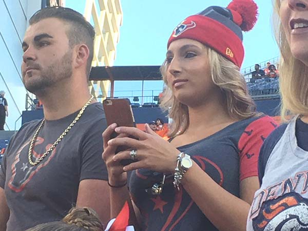 <div class='meta'><div class='origin-logo' data-origin='KTRK'></div><span class='caption-text' data-credit='Willie Dixon'>Fans come out to cheer on the Texans</span></div>