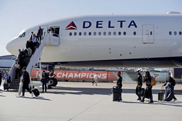 <div class='meta'><div class='origin-logo' data-origin='AP'></div><span class='caption-text' data-credit='AP'>The Atlanta Falcons arrive at George Bush Intercontinental Airport for the NFL Super Bowl 51. (AP Photo/Eric Gay)</span></div>
