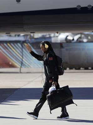 <div class='meta'><div class='origin-logo' data-origin='AP'></div><span class='caption-text' data-credit='AP'>Atlanta Falcons' Jalen Collins waves as the team arrives at George Bush Intercontinental Airport for the NFL Super Bowl 51. (AP Photo/Eric Gay)</span></div>