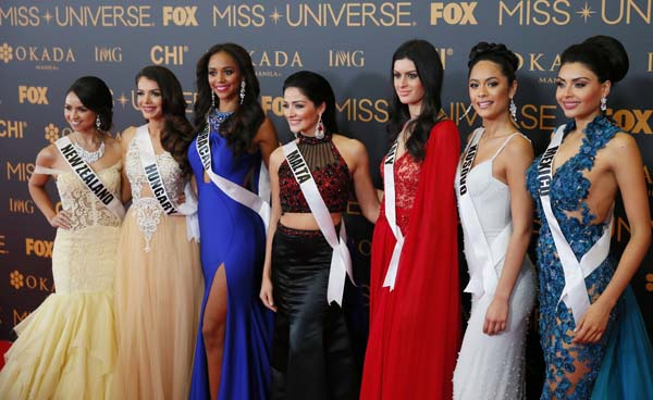 """<div class=""""meta image-caption""""><div class=""""origin-logo origin-image ap""""><span>AP</span></div><span class=""""caption-text"""">Miss Universe contestants pose on the red carpet on the eve of their coronation Sunday.(AP Photo/Bullit Marquez) (AP)</span></div>"""