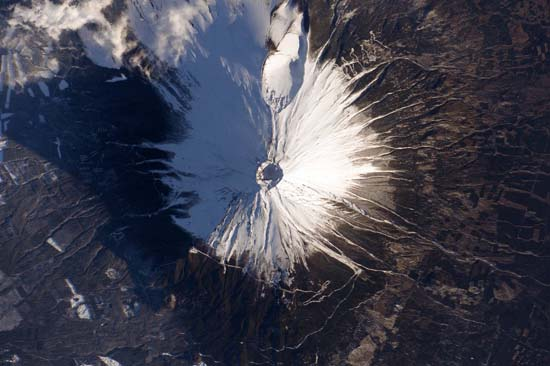 <div class='meta'><div class='origin-logo' data-origin='none'></div><span class='caption-text' data-credit='@StationCDRKelly/ NASA'>Mount Fuji</span></div>