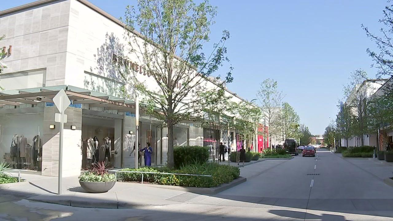 New luxury shopping center opens up in River Oaks area ...