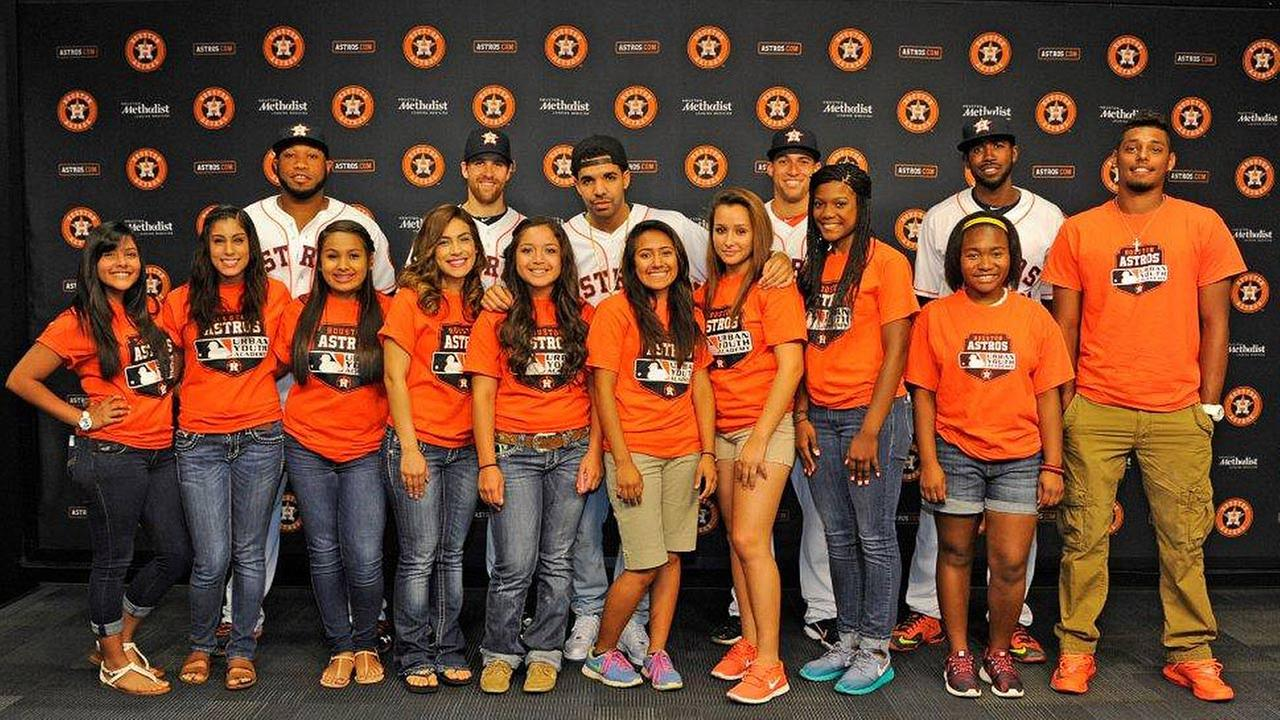Drake kicked off his three day houston appreciation weekend at the drakes pregame meet and greet with members of the astros urban youth academy and rbi program kristyandbryce Images