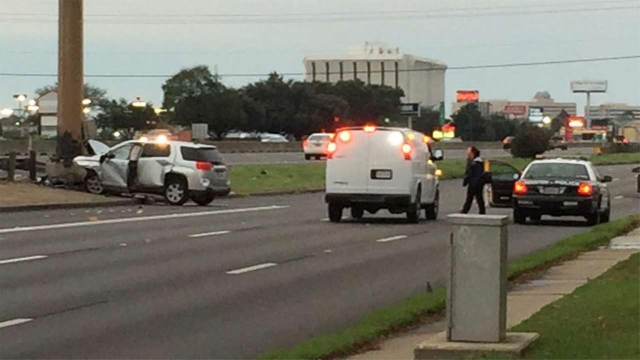 Woman killed when SUV slams into light pole on SW Freeway feeder road