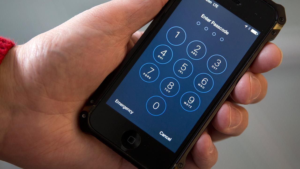 NYC police: Criminals say Apple encryption a 'gift from God'