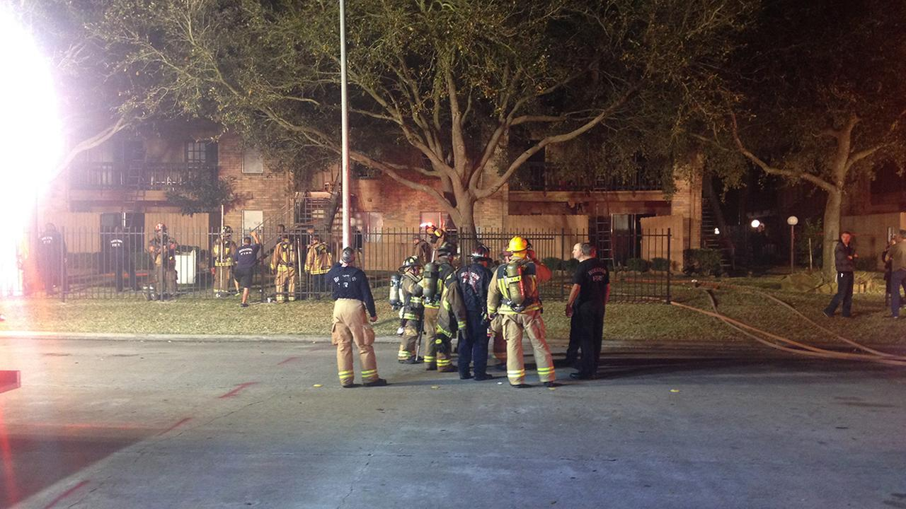 Firefighters put out two-alarm fire in SW Houston apartment complex
