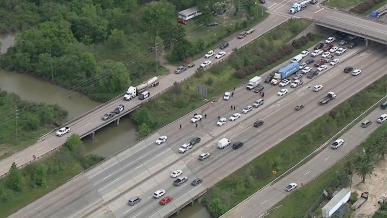 Police chase jams traffic at I-10 WB near Cedar Lane