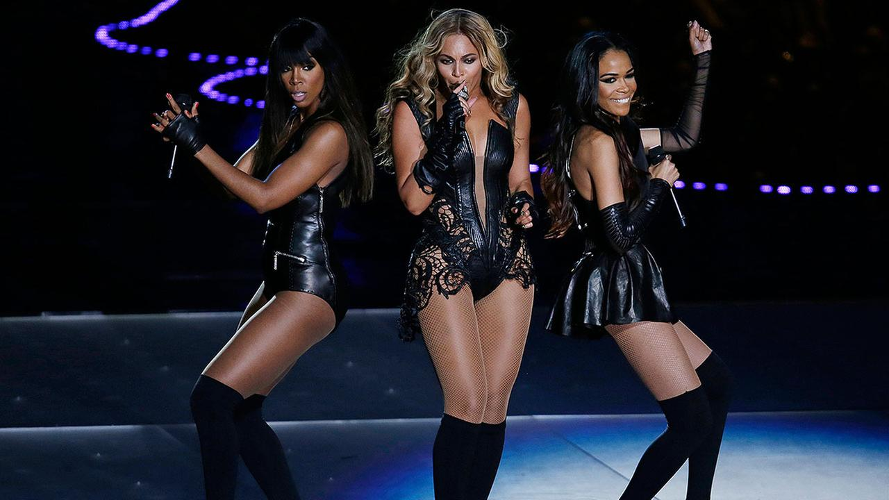 Beyonce performs with Kelly Rowland, left, and Michelle Williams, right, of Destinys Child, during the halftime show of NFL Super Bowl XLVII, Sunday, Feb. 3, 2013, in New Orleans