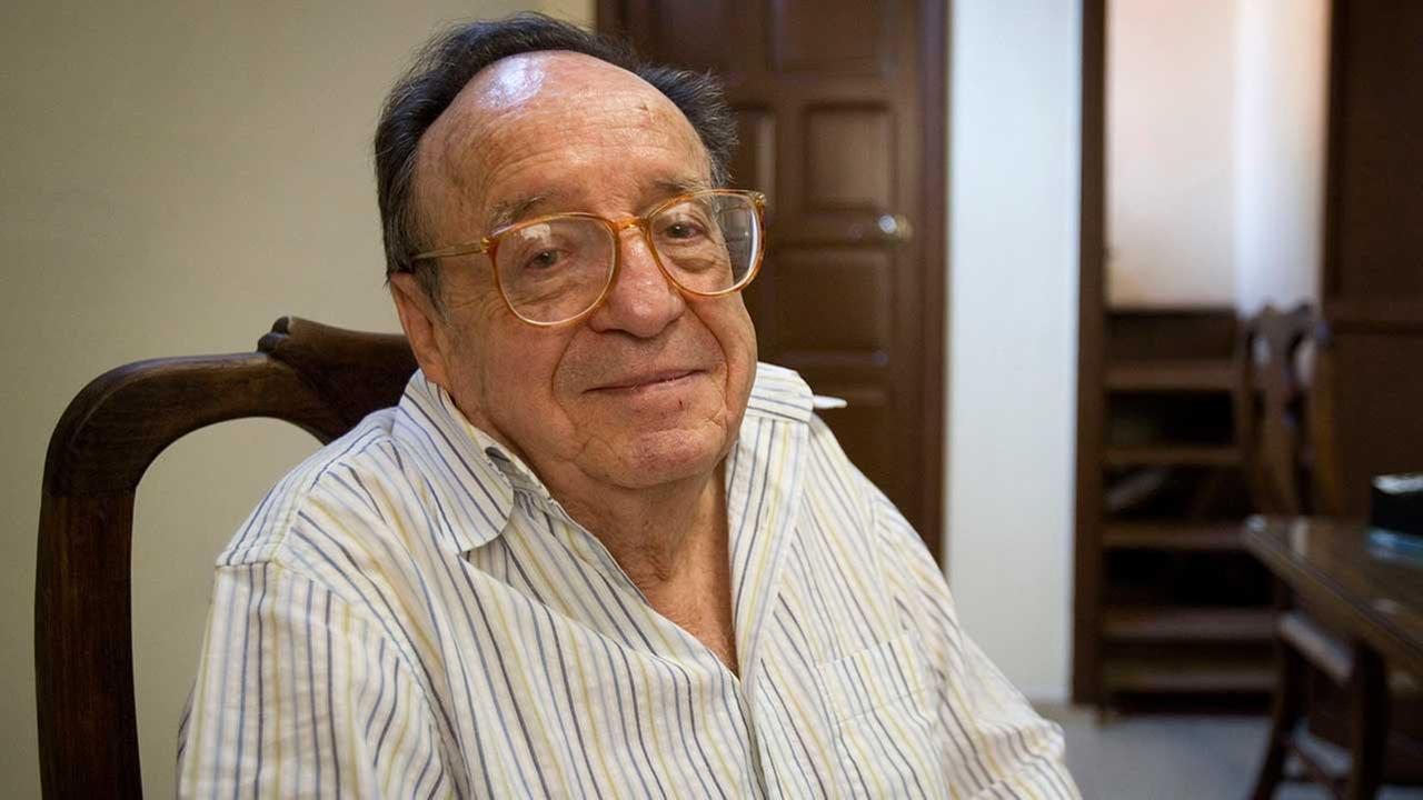 In this Feb. 26, 2008 file photo, Mexican actor Roberto Bolanos, famous for his television character Chespirito, poses before a news conference
