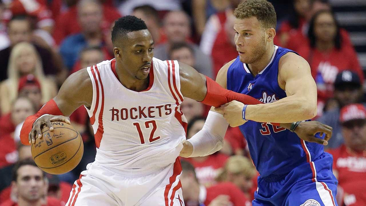 Dwight Howard drives on Blake Griffin in the second quarter of Wednesdays Rockets 115-109 win over the LA Clippers