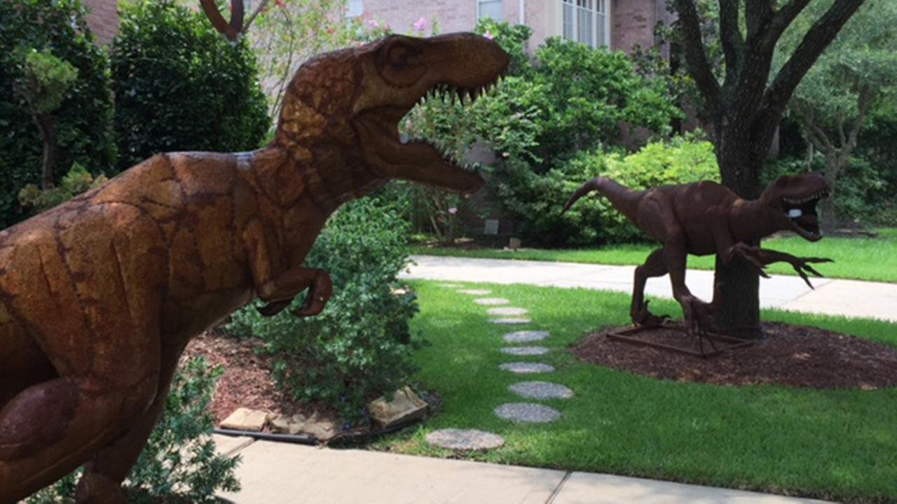 Front Yard Dinosaurs Gain Attention From New Territory Neighbors | Abc13.com