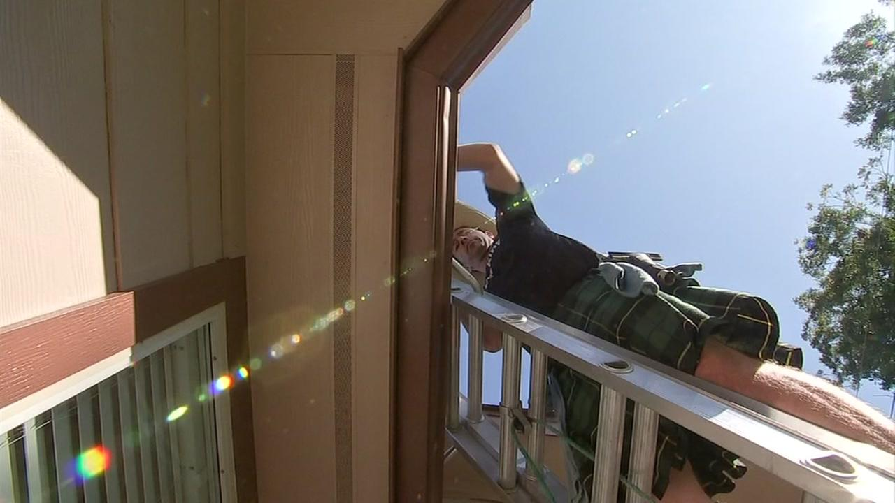These window washers are catching everyones eyes