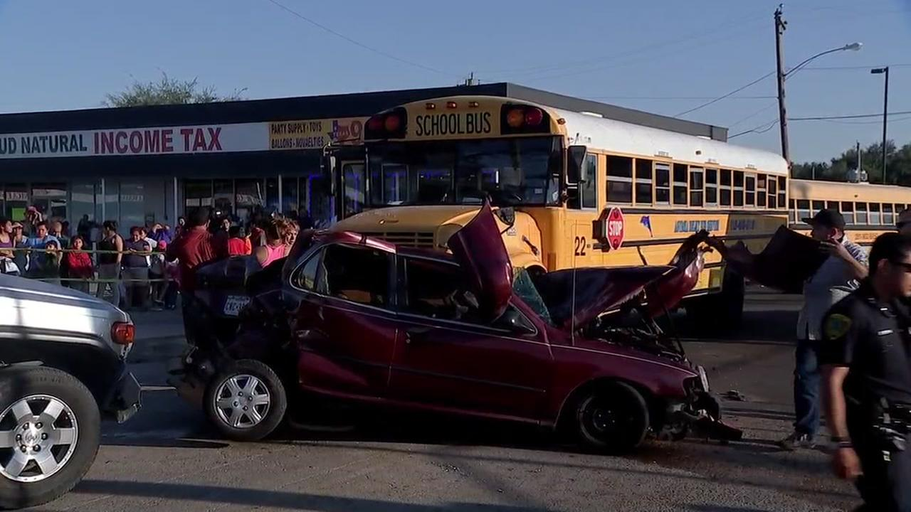 More than a dozen injured in school bus wreck