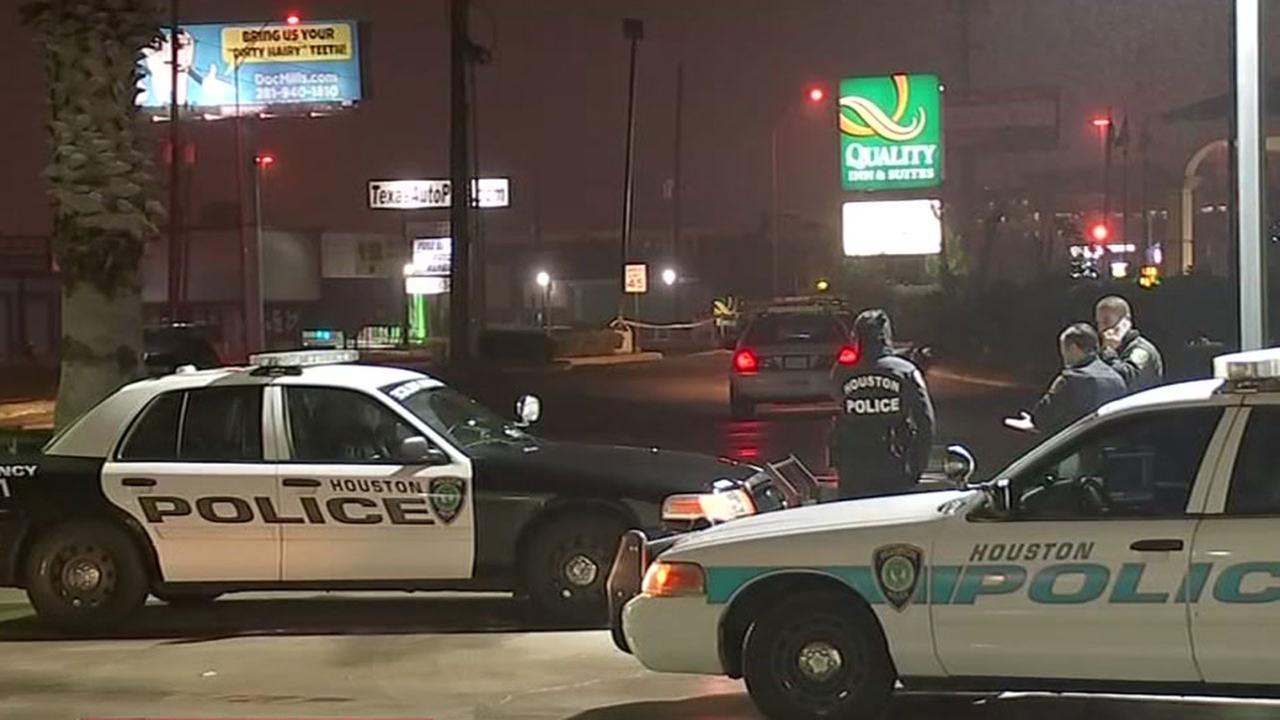 Man struck by driver in west Houston dies