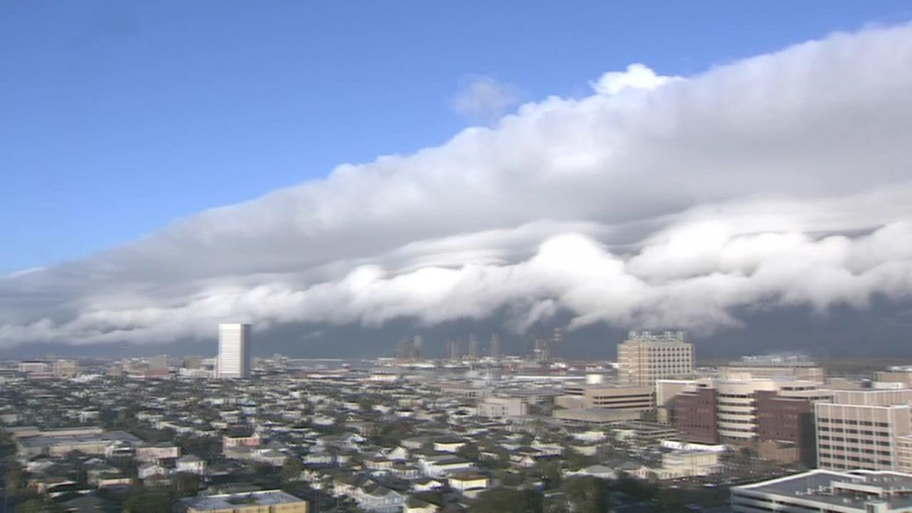 Shelf cloud moves into Galveston