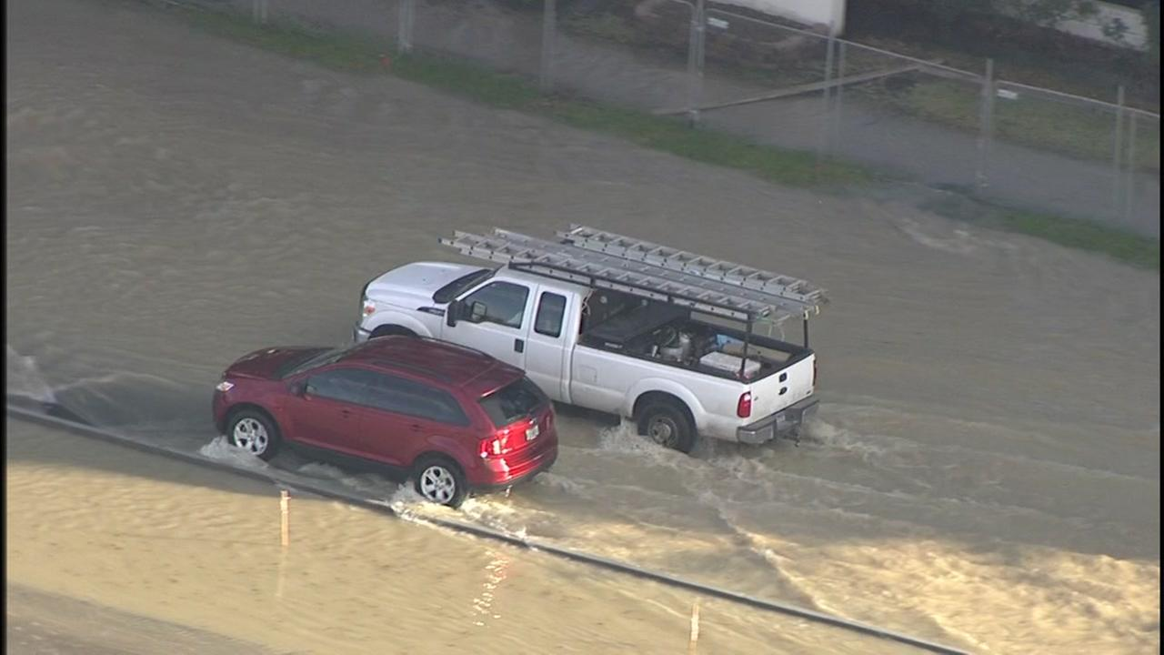 Water main break near downtown Houston causes mess