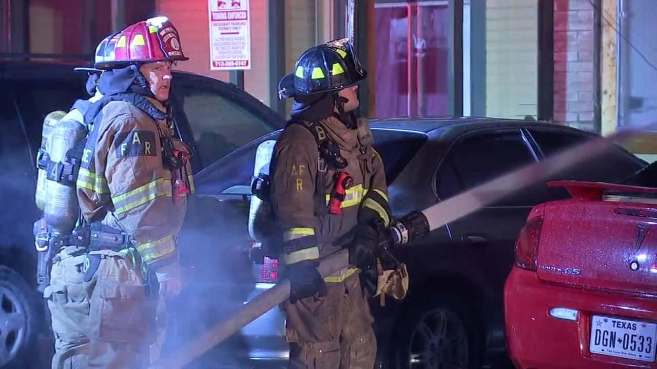 Two-alarm fire guts apartments, vehicles in N. Harris County ...