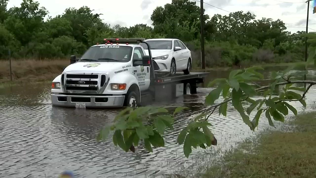 Tow truck drivers on the front lines during flooding