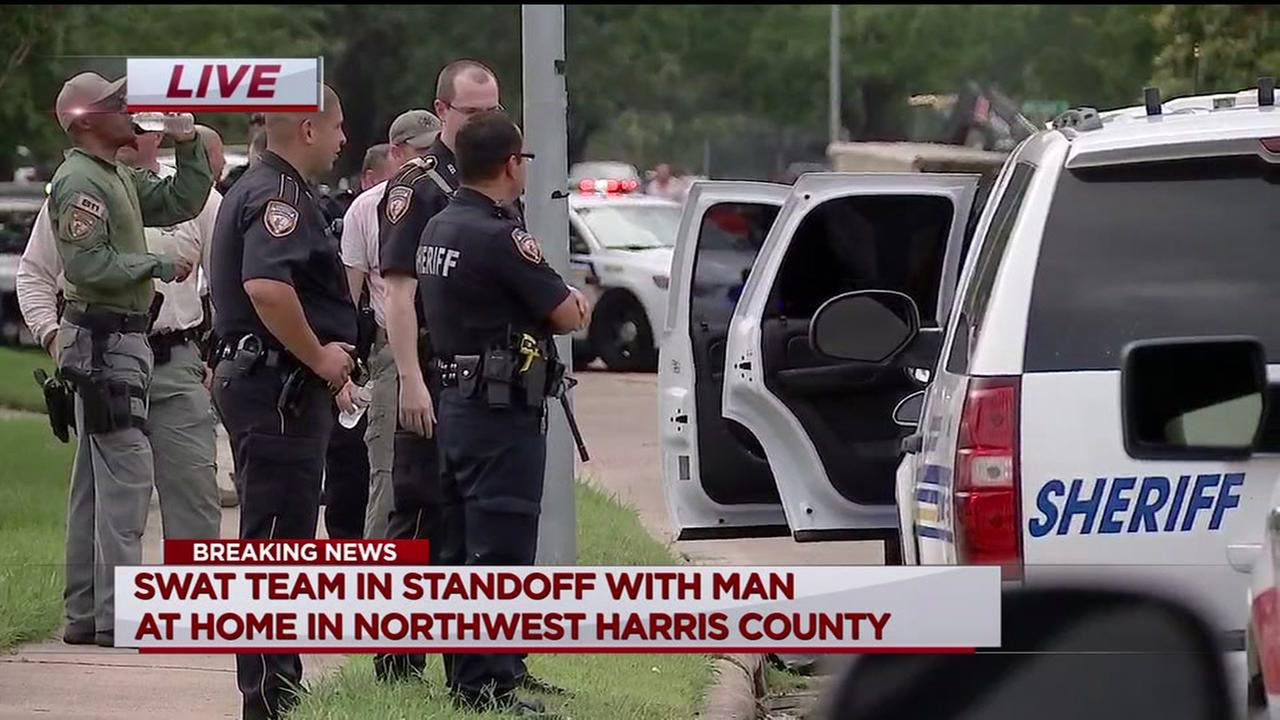 Deputies defuse SWAT standoff in Harris County
