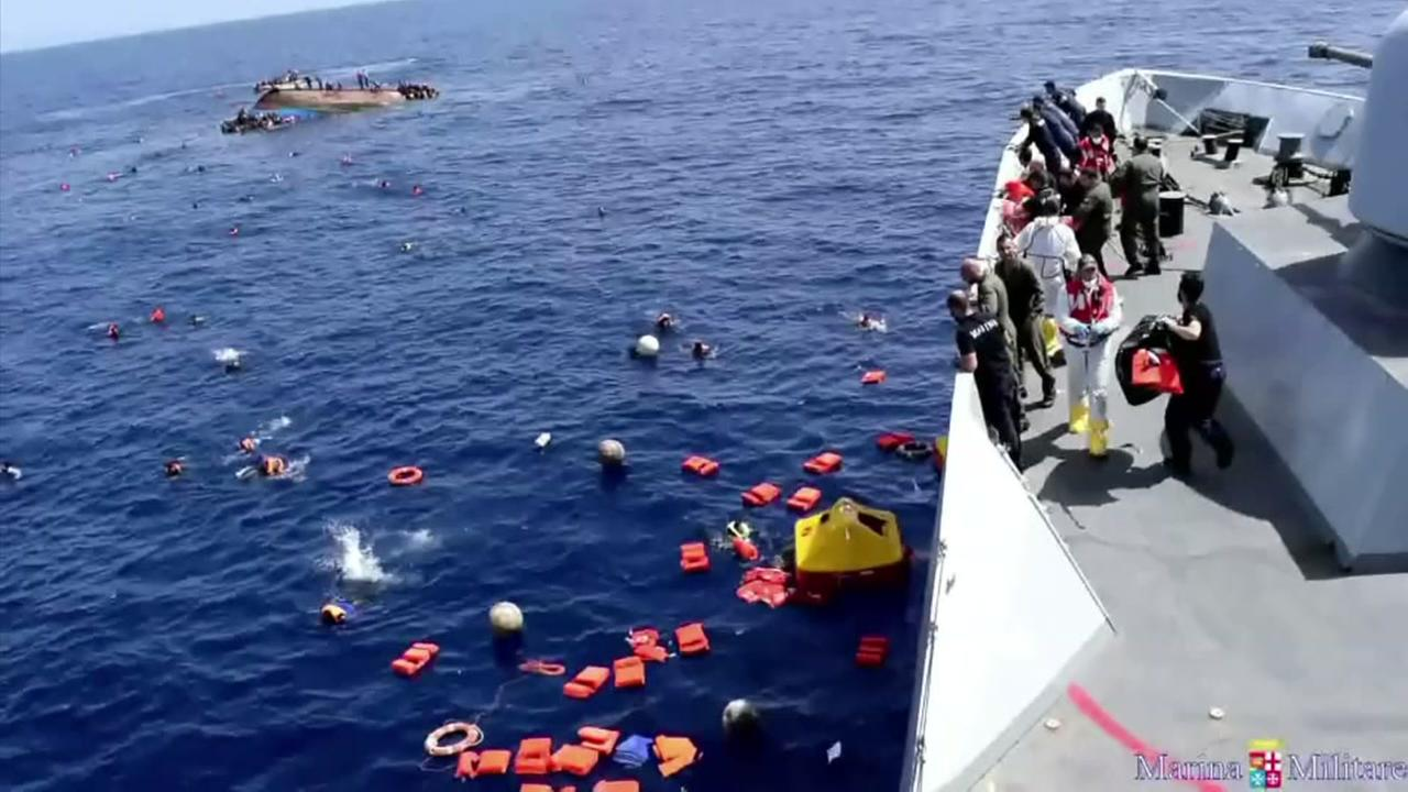 Boat carrying migrants capsizes
