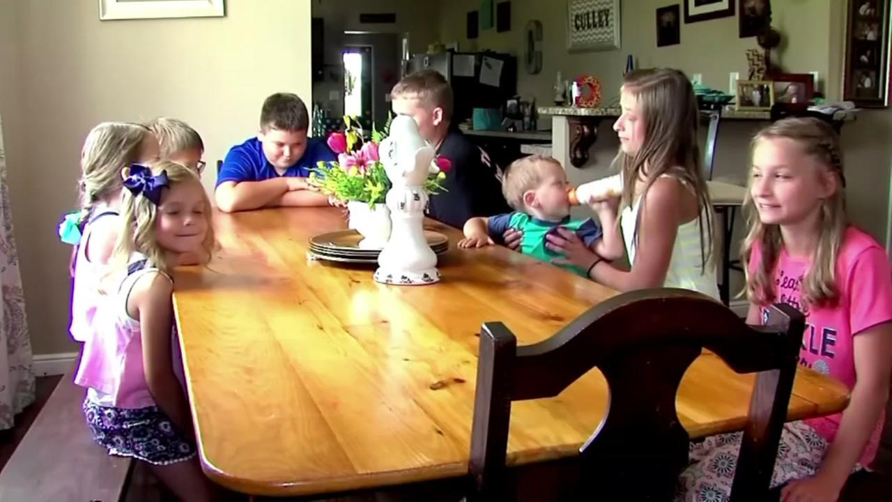 Mom takes in six children