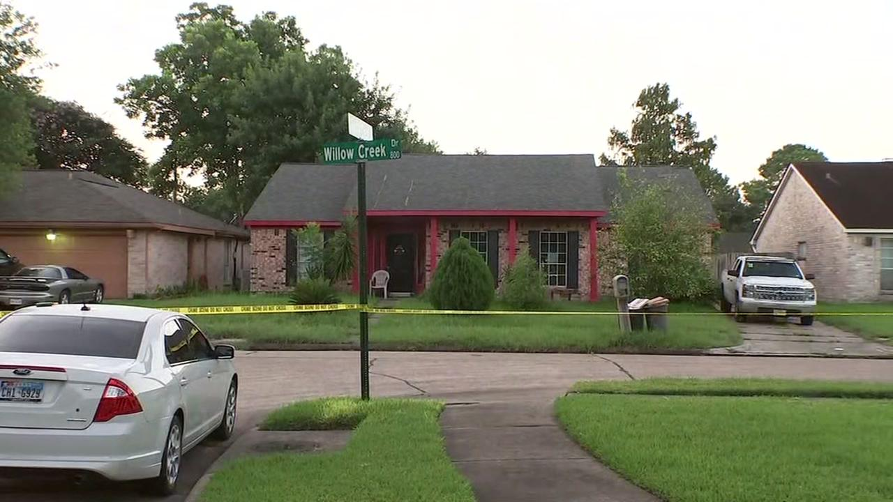 Several suspects wanted after violent home invasion for La porte tx news