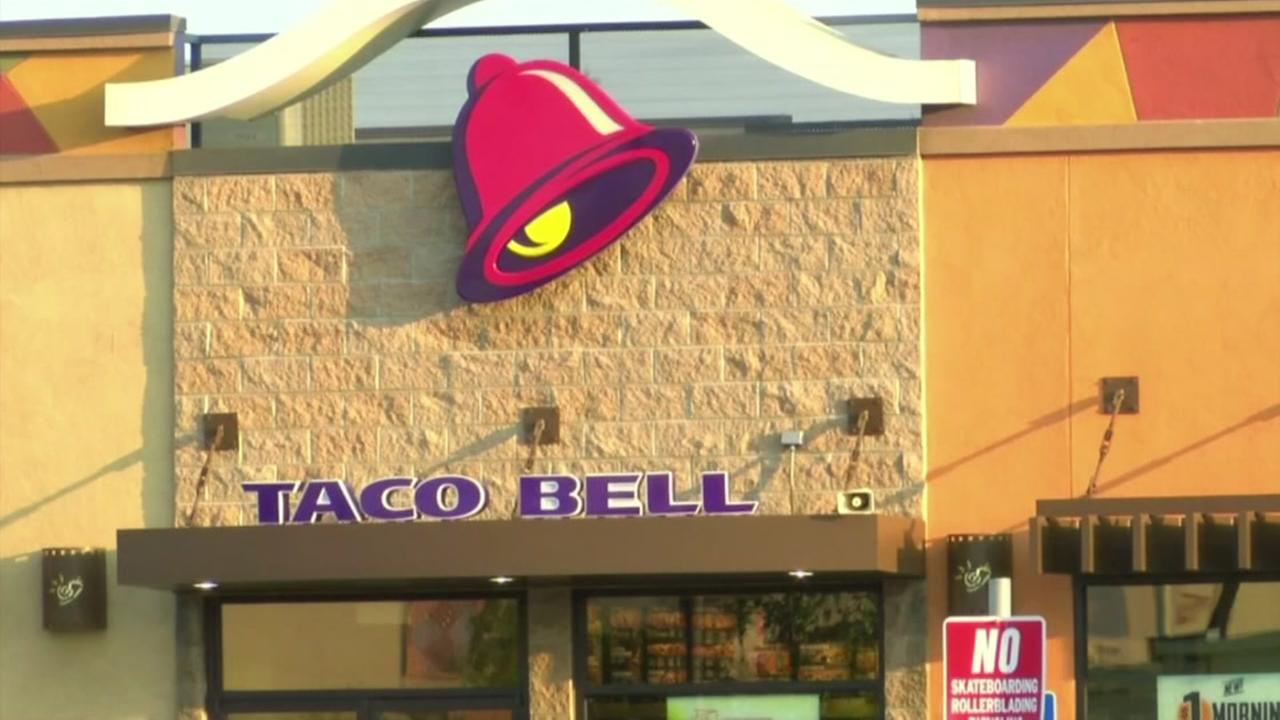 Taco Bell investigating reports of employees taunting police officer