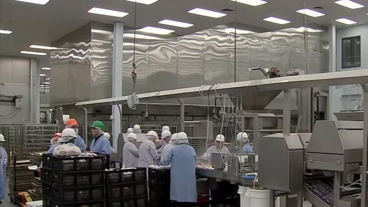 Behind-the-scenes look at HISDs food production operation