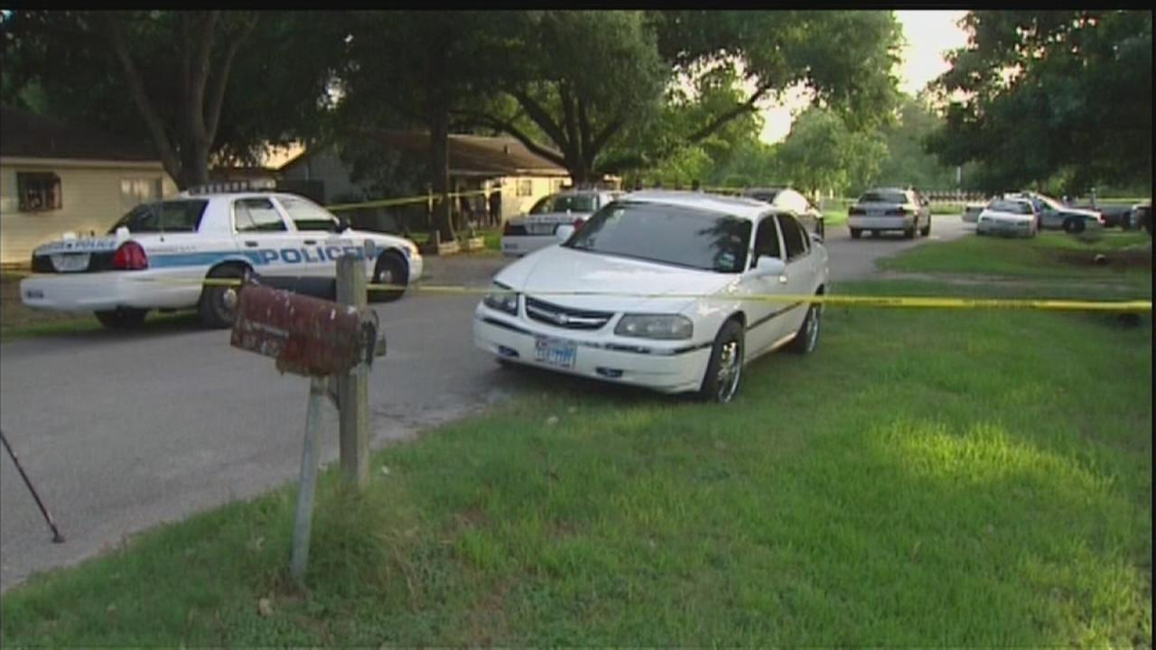Police: Woman plays dead after getting shot by husband