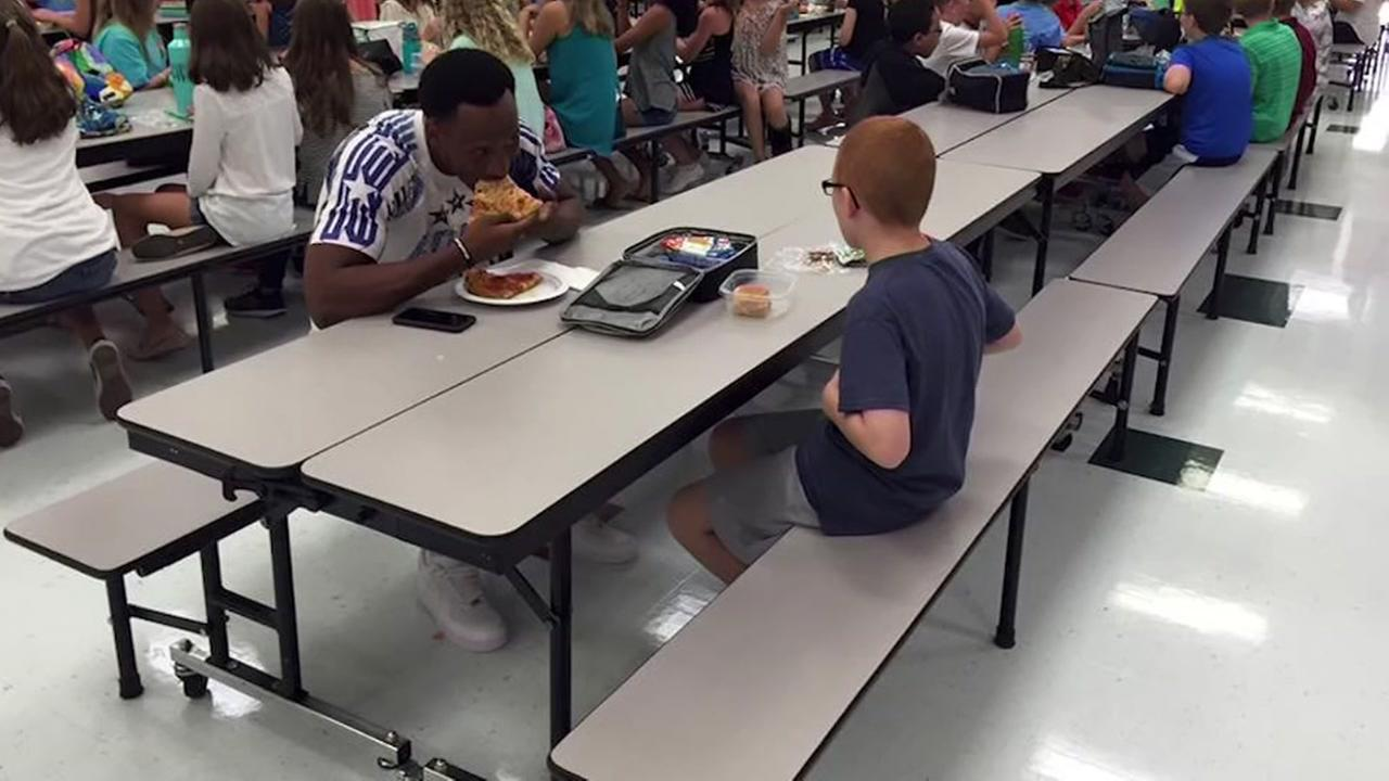 FSU Eats Lunch With Boy With Autism After Seeing Him Sitting Alone