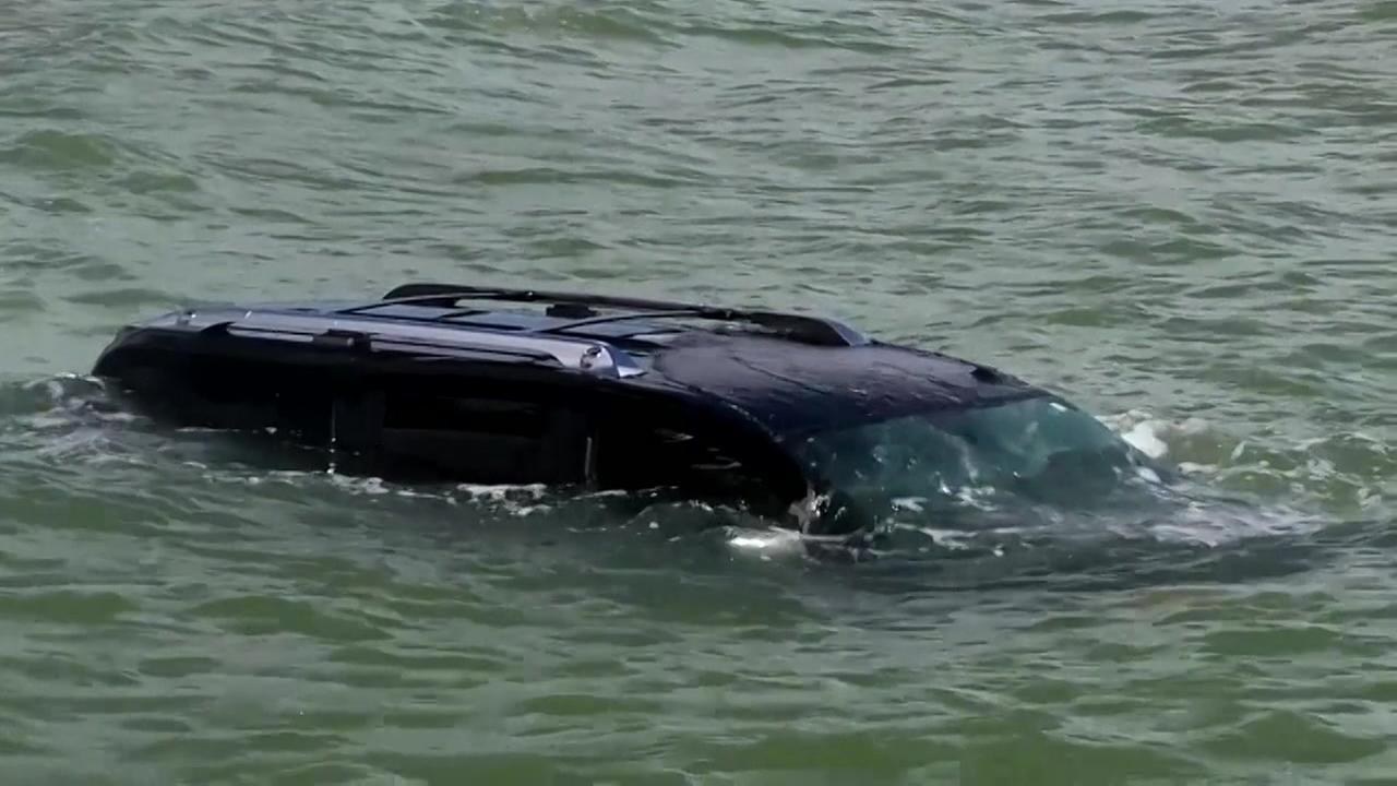 Womans car in Corpus Christi Bay after mouse scare