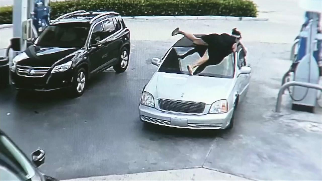 Woman jumps on thiefs car