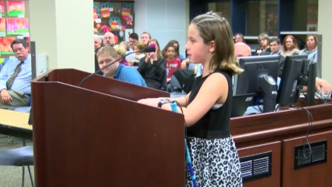 Blind 4th grader fights for braille books