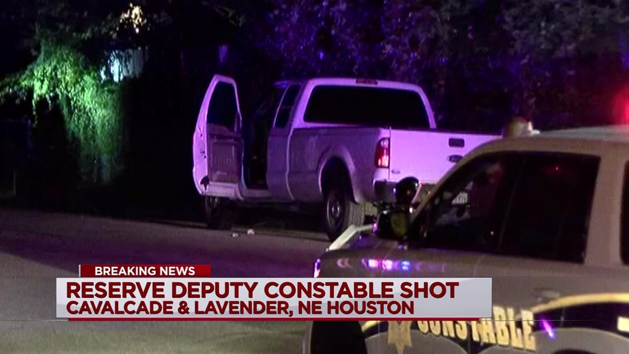 Reserve deputy constable shot in attempted robbery