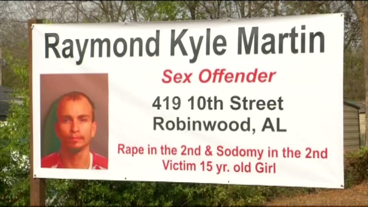 Man uses yard sign to pressure sex offender to move