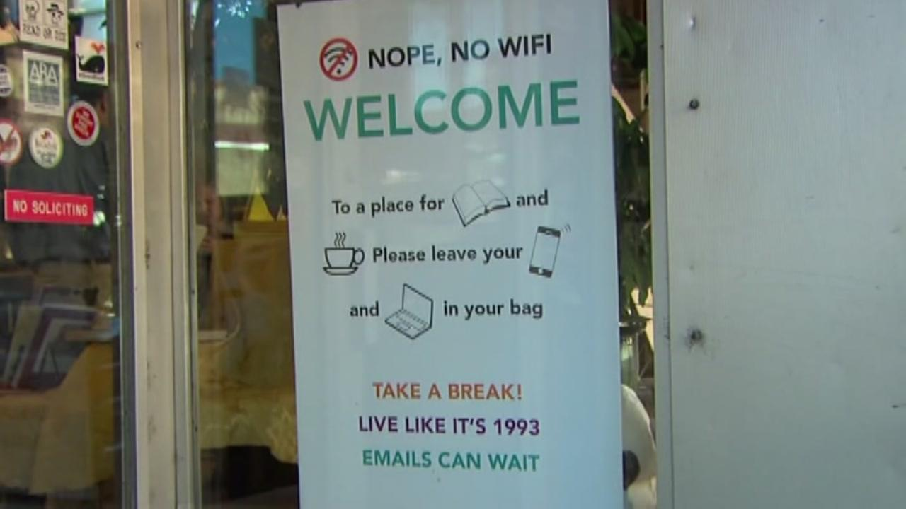 Bookstore bans Wi-Fi, makes customers read books