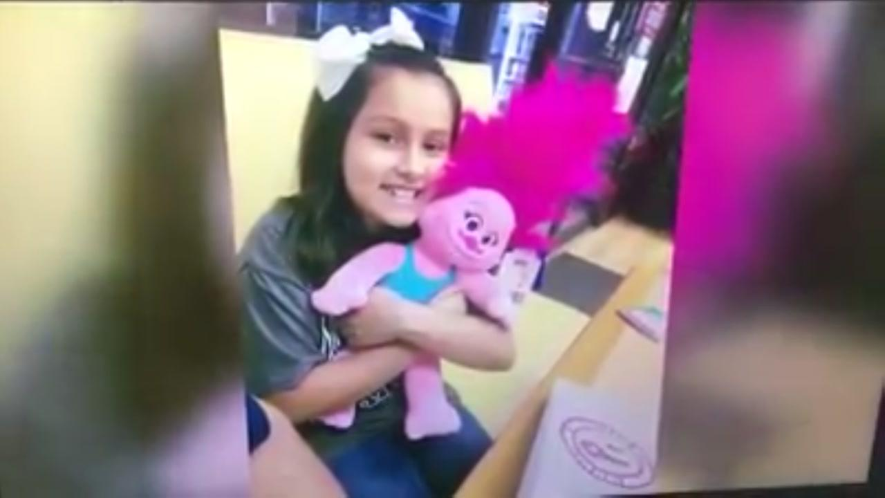 Girl helps out donut shop that had tips stolen
